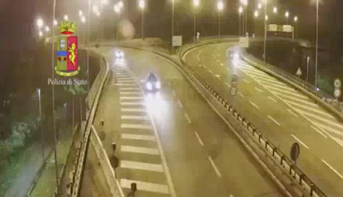 Autostrada A24: ubriaca e contromano 30enne bloccata dalla Polizia
