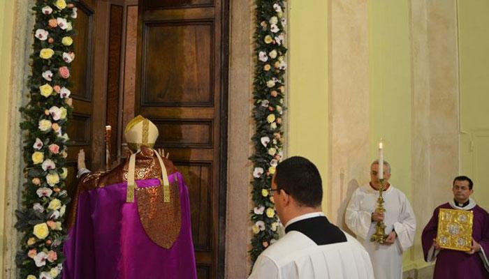 http://www.notizialocale.it/wp-content/uploads/2016/11/chiusura-della-porta-santa-a-tivoli.jpg