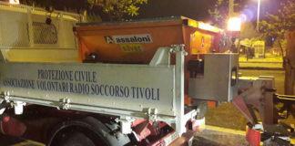 Spargisale a Tivoli. in azione i volontari dell'Avrst e del Gos