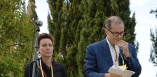 Urbano Barberini e Sabina Guzzanti durante la protesta contro il progetto di una discarica a Corcolle nel 2012