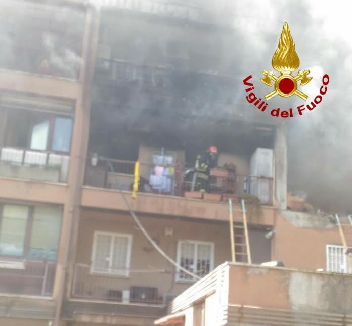 Mentana, incendio in appartamento di via Giolitti: deceduta una donna