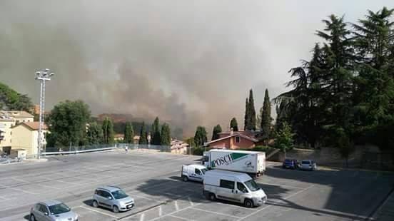 Vasto incendio a Capena e Morlupo: evacuate 150 persone e 40 case