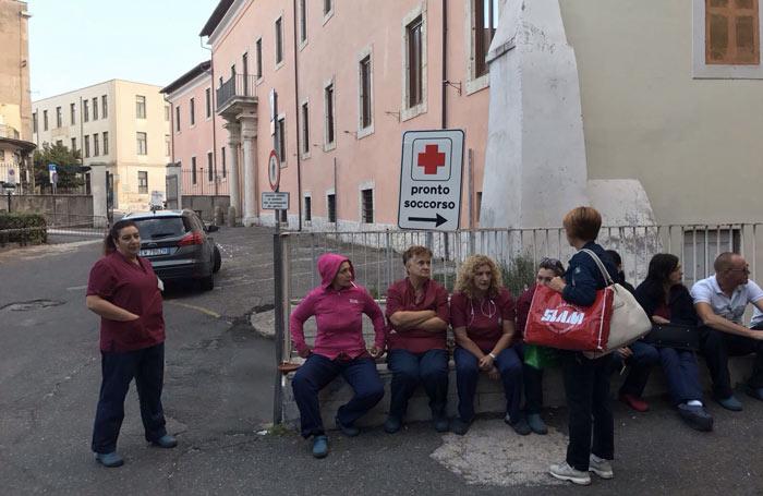 Manifestazione davanti l'ospedale di Tivoli