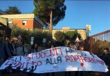 Manifestazione davanti il Liceo Scientifico di Tivoli
