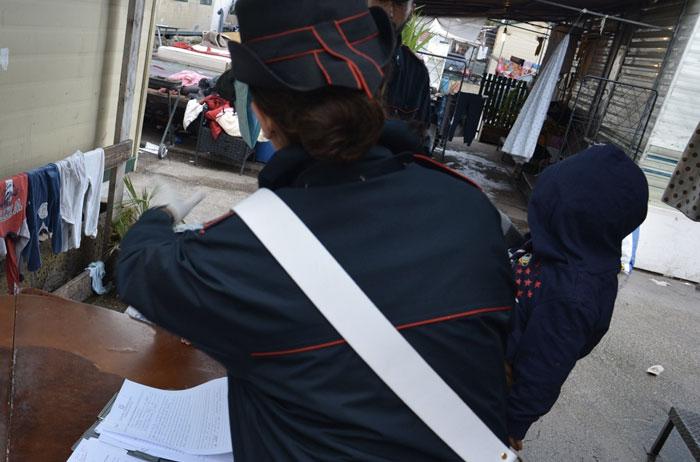 Controlli dei carabinieri di Tivoli al campo di Salone