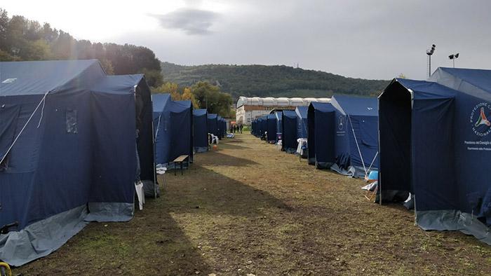Un campo della protezione civile all'Arci per le riprese dell'ultimo film di Sorrentino
