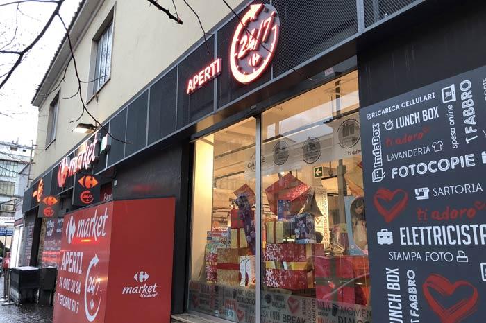 Foto scandalo al Carrefour di Tivoli