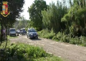 In azione agenti del commissariato di Tivoli insieme ai poliziotti arrivati in rinforzo da Roma