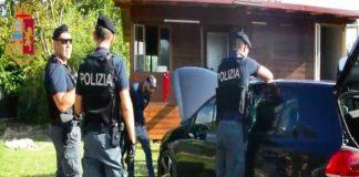 Controlli della polizia tra i rom dell'Albuccione