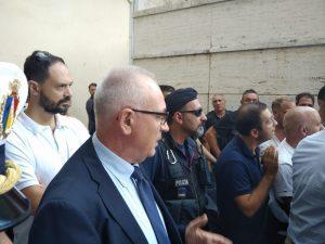 Il sindaco Barbet ed i manifestanti delle cave