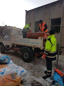 Rifornimento di sale dei volontari Avrst di Tivoli