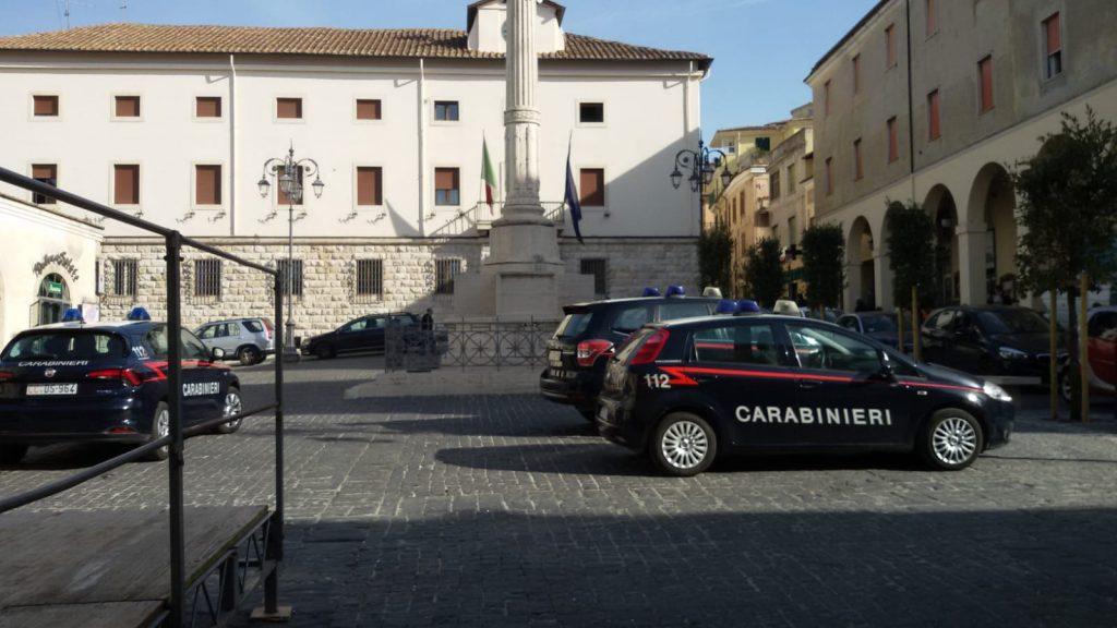 TIVOLI - I Carabinieri davanti alla sede comunale di Ferentino