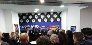 Vincenzo Tropiano e l'incontro nel comitato elettorale di piazza Plebiscito
