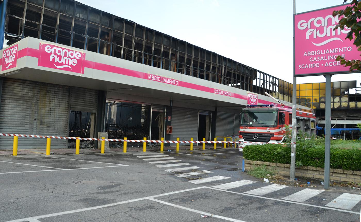 the latest 4b645 db2db Bazar cinese in fiamme, spunta l'ipotesi del dolo -